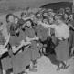 Получение писем в женском лагере Имперской службы труда в городе Мец