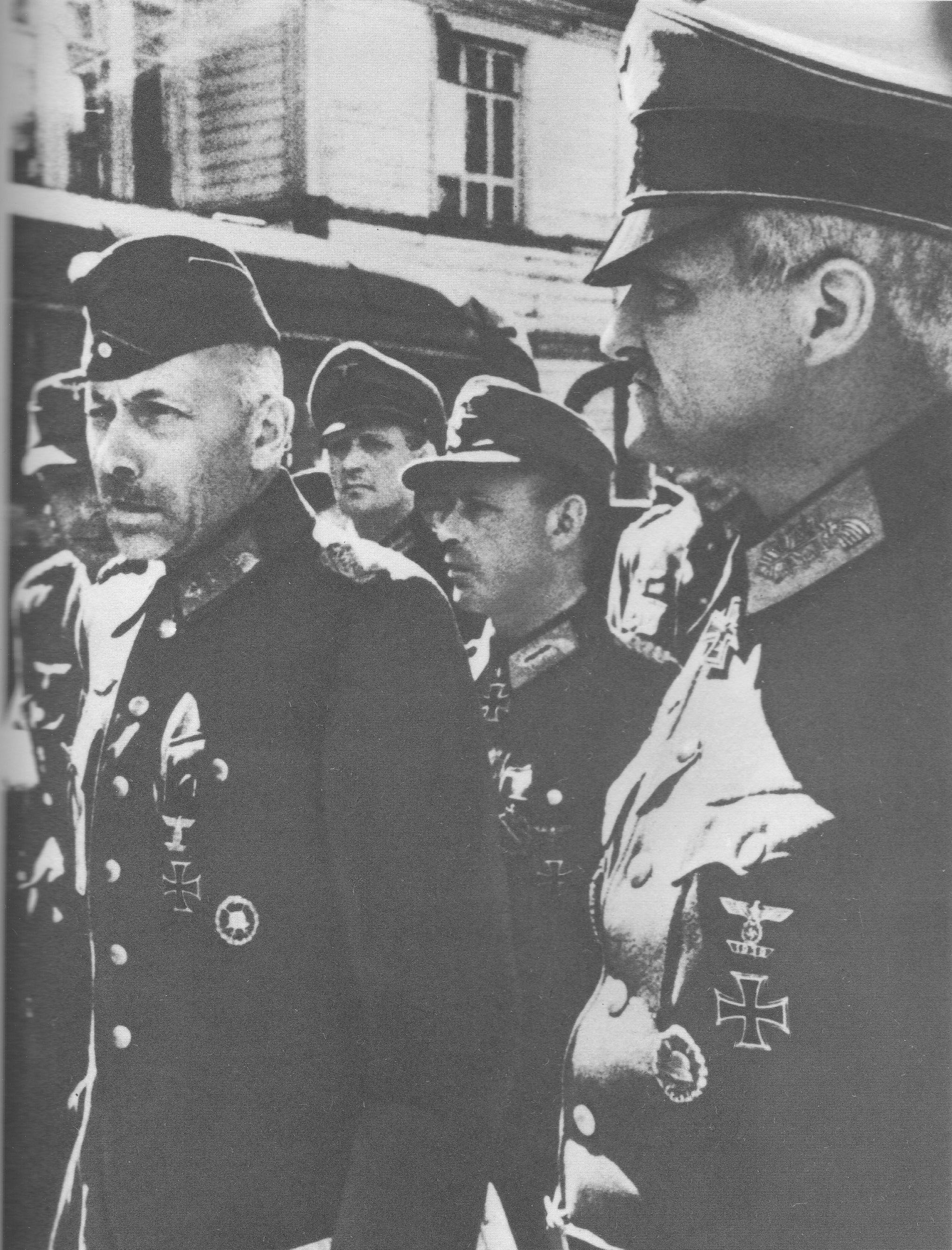 Немецкие генералы перед маршем пленных немцев по Москве [3]