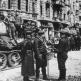 Советские офицеры работают с картой возле колонны танков Т-34-85 в Берлине